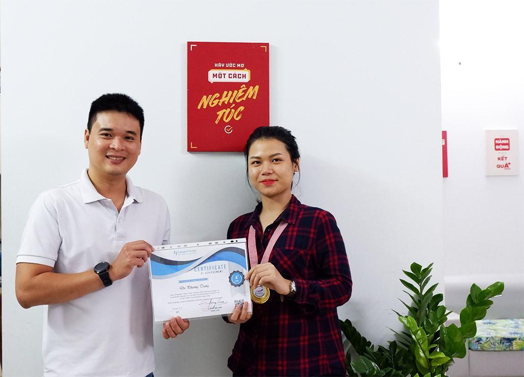 Chúc mừng Đỗ Phương Trang trúng tuyển tiếp viên hàng không Vietnam Airlines