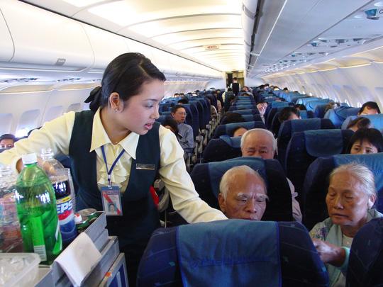 JETSTAR PACIFIC AIRLINES - HAI LẦN ĐỔI ĐỒNG PHỤC ẤN TƯỢNG